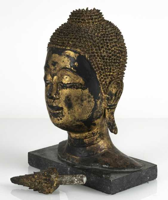 Head of the Buddha Sakyamuni made of Bronze with gold-toned and black lacquer version - photo 5