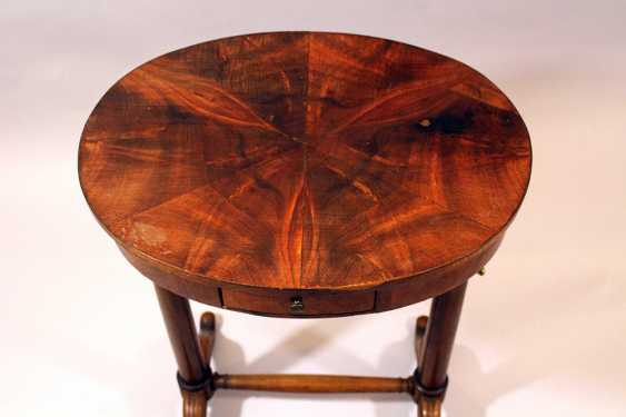 Small French directoire oval working table on two round column feet, each with two extended legs and bronze connection, one drawer and oval top - photo 2