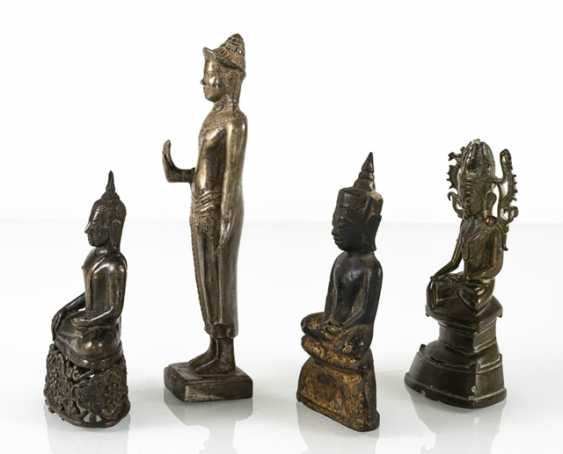 Four bronze figures of the Buddha - photo 2