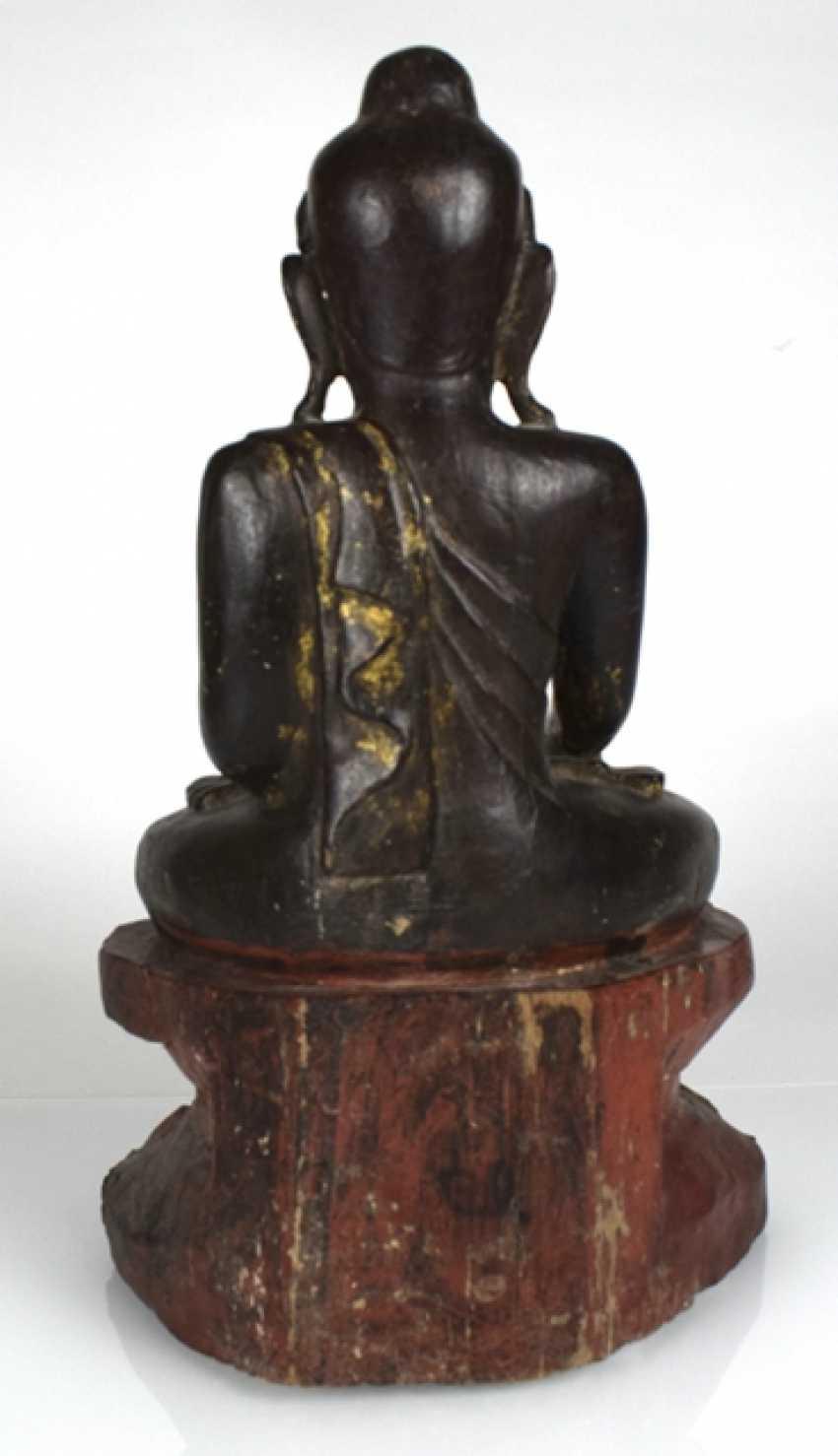 Wood figure of the seated Buddha Shakyamuni - photo 3