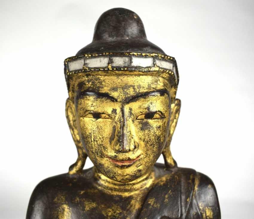 Wood figure of the seated Buddha Shakyamuni - photo 4