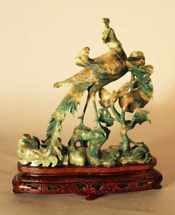 Chinese jade bird sculpture with open work flowers on grey and green colours - photo 2