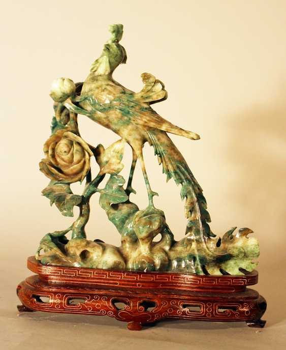 Chinese jade bird sculpture with open work flowers on grey and green colours - photo 3