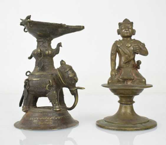 Six bronze sculptures, including an oil Lamp, Krishna and Radha - photo 4