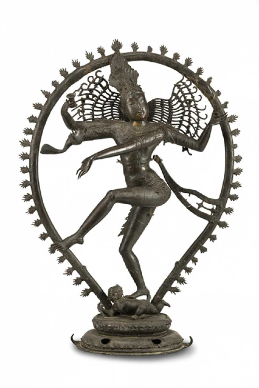 Large bronze figure of Shiva in Nataraja Form - photo 1