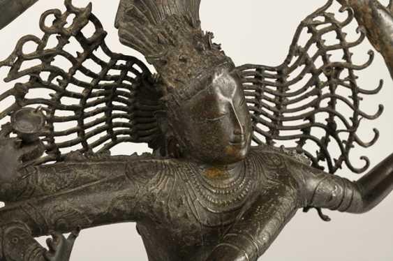 Large bronze figure of Shiva in Nataraja Form - photo 2