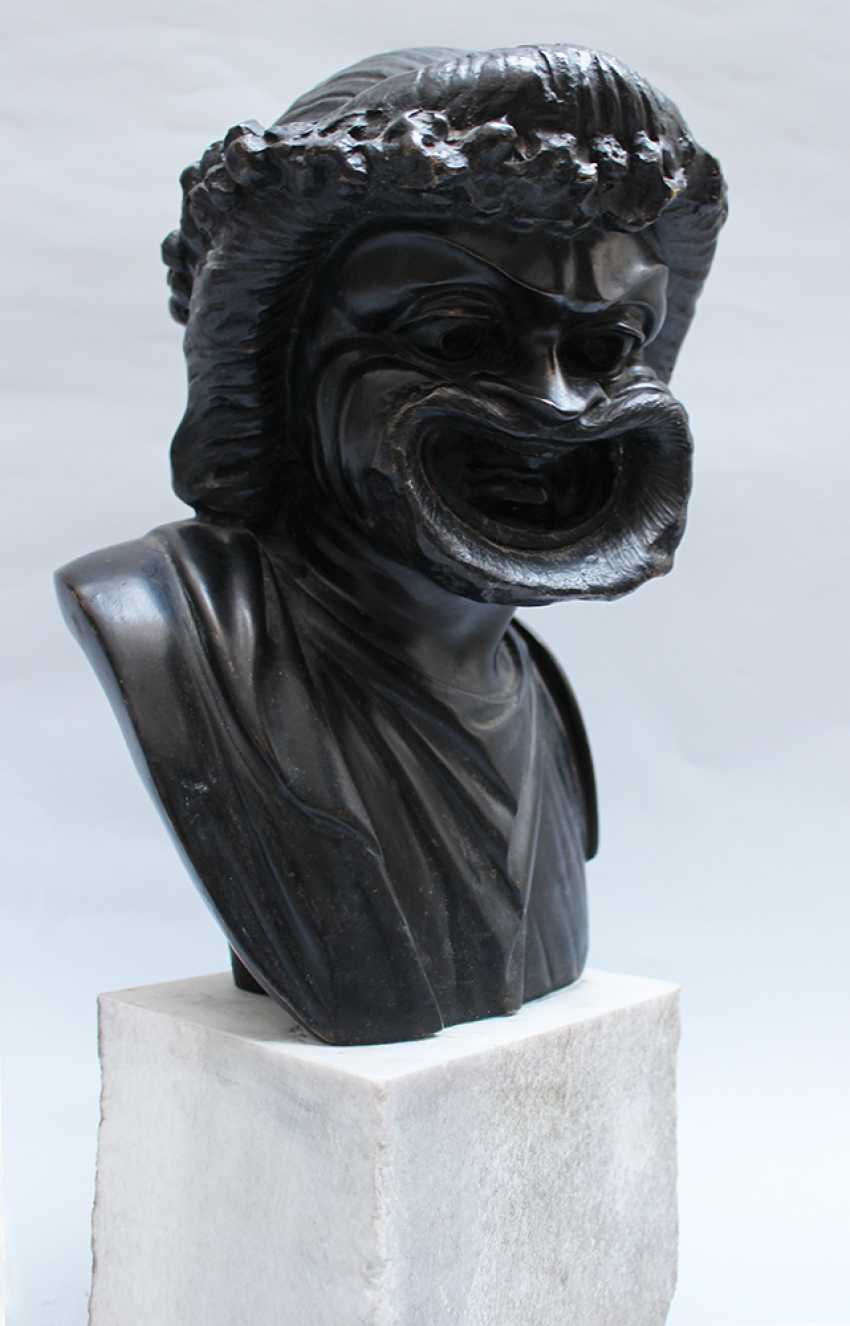 Allegorical bronze bust with grimace face, flowers on the hair and classical dress - photo 3