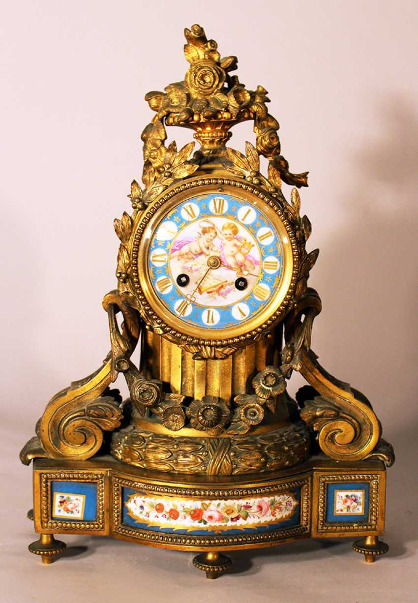 A French chimney clock on rectangular base with bowed front, central column with two volutes and a laurel band - photo 1