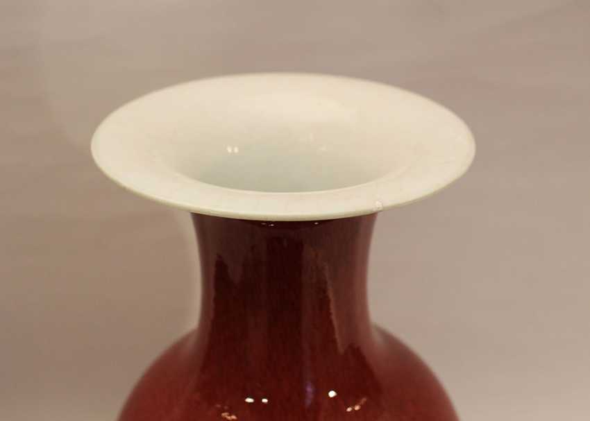 Chinese oxblood vase in elegan baluster shape with long thin neck and wide upper border - photo 2