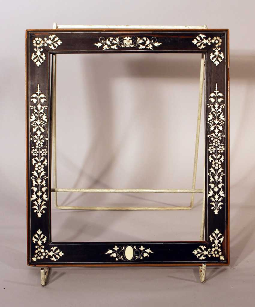 Small Italian collectors frame, with rich ivory floral intarsias on ebonised wooden frame - photo 2