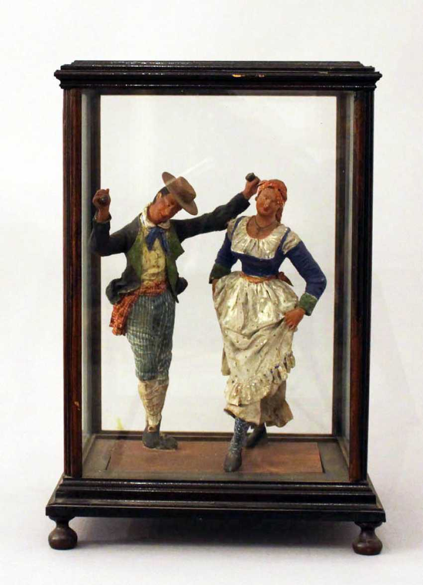 Sculpture of a Tarantella dancing couple in traditional dresses - photo 1