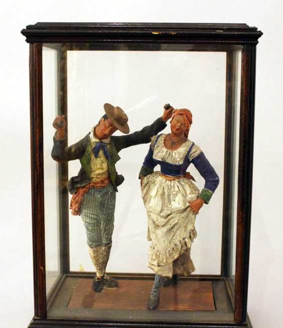 Sculpture of a Tarantella dancing couple in traditional dresses - photo 2