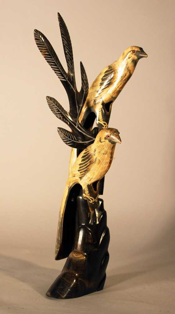 Asian horn sculpture of two birds sitting on a branch, partly engraved and with glass eyes - photo 1