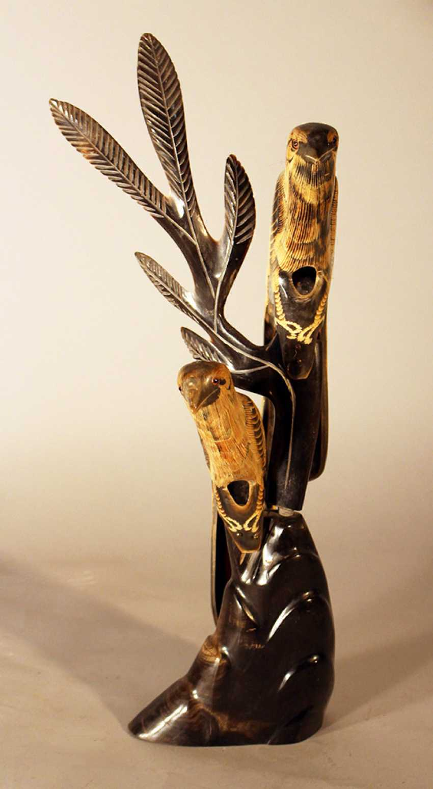 Asian horn sculpture of two birds sitting on a branch, partly engraved and with glass eyes - photo 2