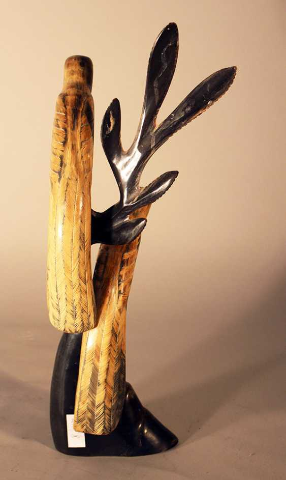 Asian horn sculpture of two birds sitting on a branch, partly engraved and with glass eyes - photo 3