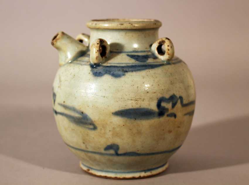 A small Ming porcelain pilgrims can, in bowed shape with small neck. four rings and one spout - photo 1