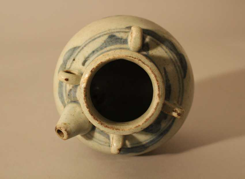 A small Ming porcelain pilgrims can, in bowed shape with small neck. four rings and one spout - photo 3