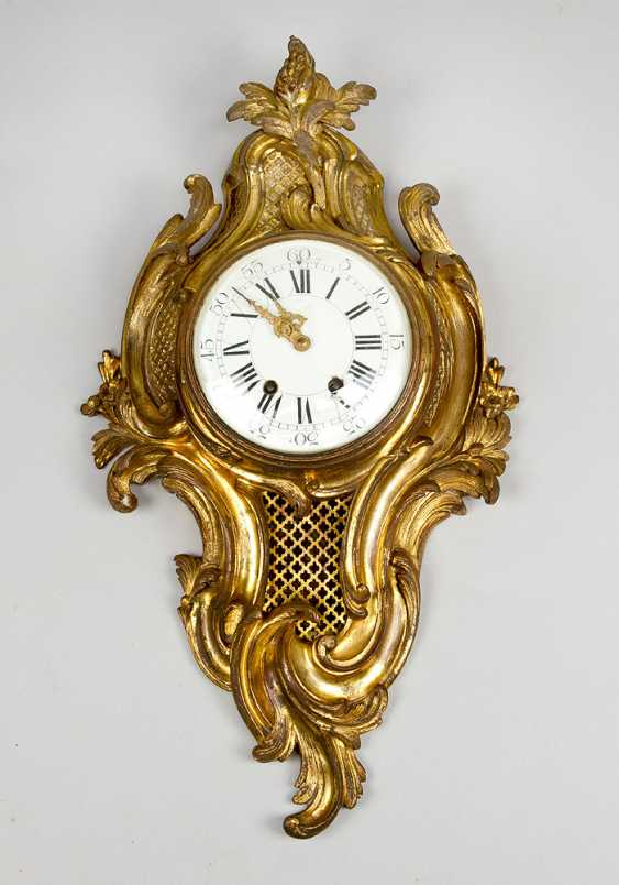 A French Louis XV style cartel clock, decorated with volutes and flowers, the fields with partly open work grid - photo 1