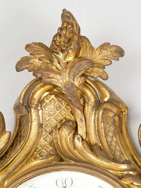 A French Louis XV style cartel clock, decorated with volutes and flowers, the fields with partly open work grid - photo 3