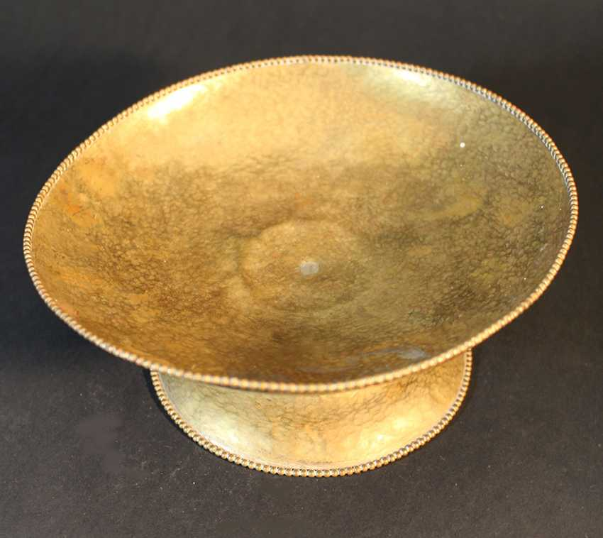 Austrian bronze bowl on central foot in bowed shape with ribbed borders and chased hammer deocrations - photo 2