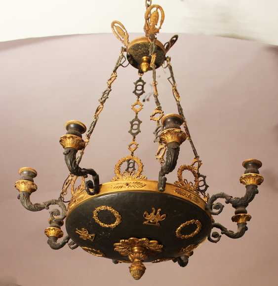 An Empire chandelier in bowl shape with 8 scrolled branches and fluted spouts - photo 1
