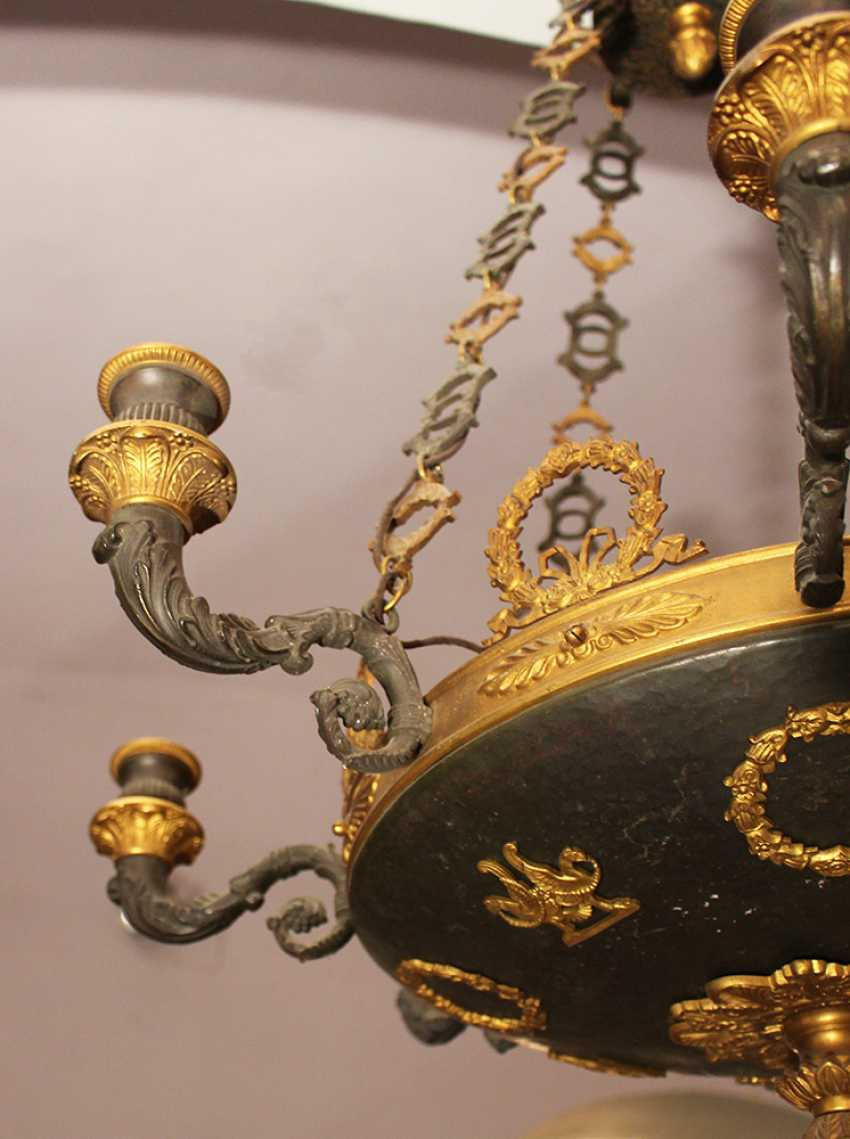 An Empire chandelier in bowl shape with 8 scrolled branches and fluted spouts - photo 3