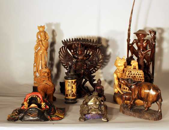 Lot of 10 Asian sculptures from different sizes, materials and dates - photo 1