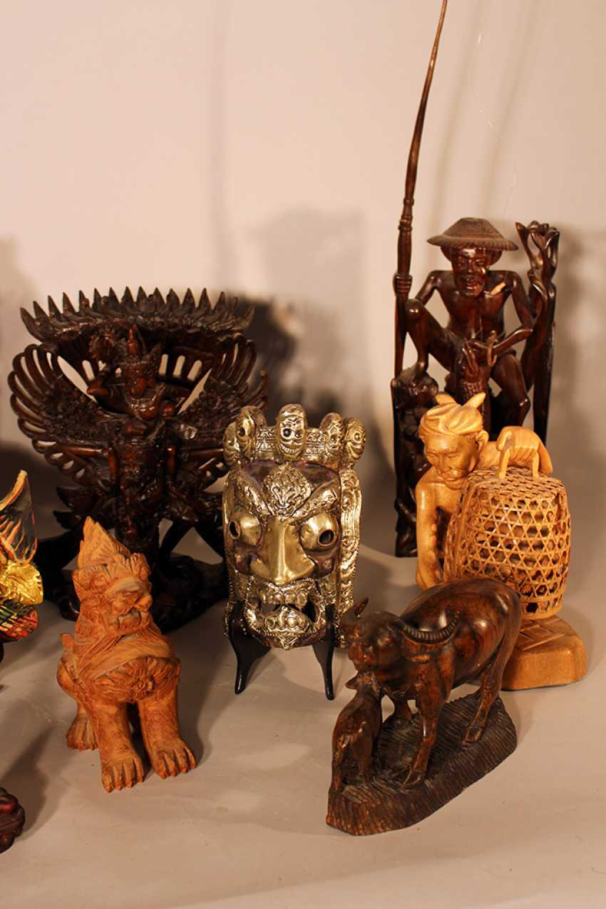 Lot of 10 Asian sculptures from different sizes, materials and dates - photo 3