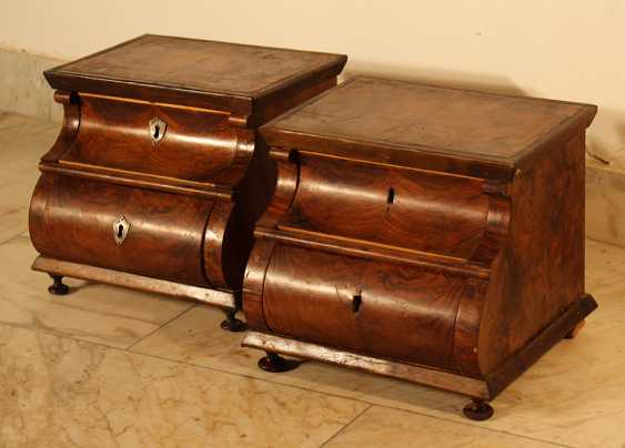 A pair of miniature commodes on four feet with bowed front - photo 1