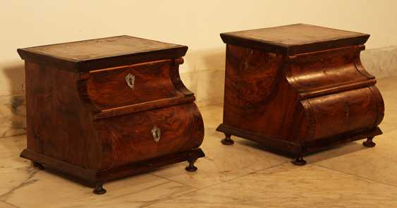 A pair of miniature commodes on four feet with bowed front - photo 2