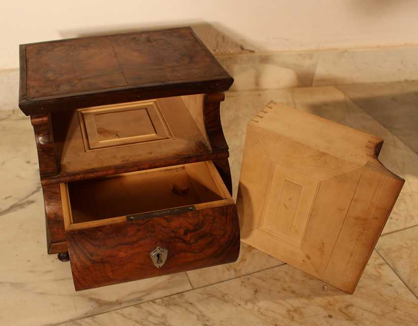 A pair of miniature commodes on four feet with bowed front - photo 3