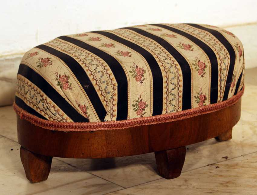 A small Biedermeier stool, in oval shape with four small legs - photo 1