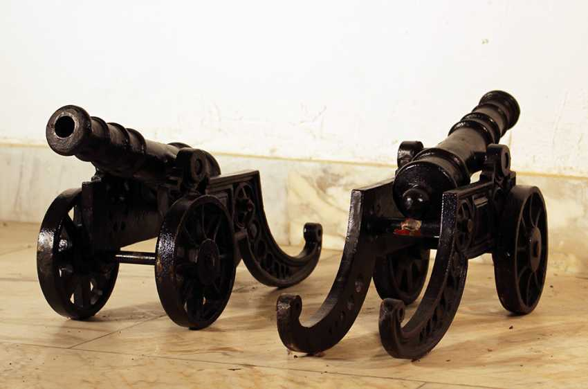 Two small miniature infantry cannons, each on two wheels - photo 2