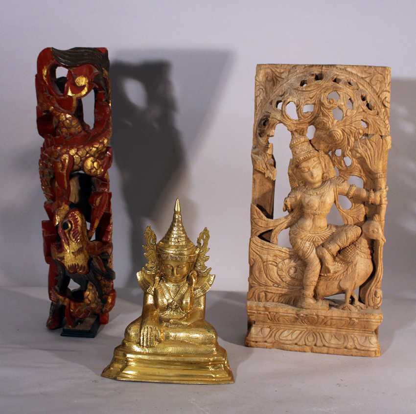 Lot of two Indochinese carvings in different sizes and a small Thai buddha.  - photo 1