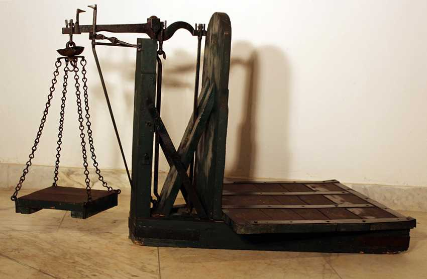Fruit or wine scales with iron balance and top for the weights hanging on iron chains - photo 1