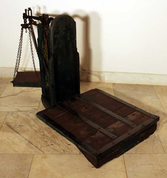 Fruit or wine scales with iron balance and top for the weights hanging on iron chains - photo 2