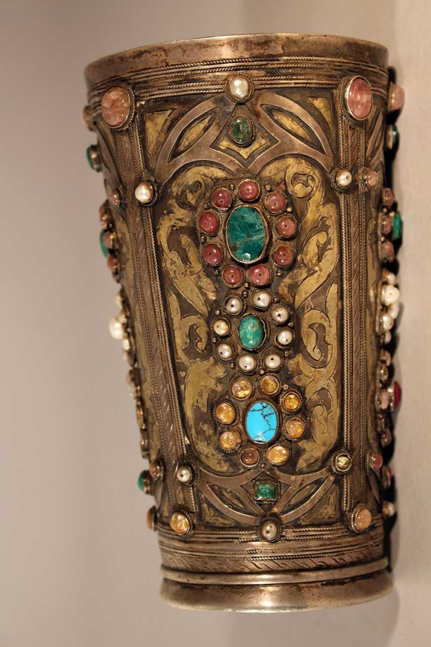 A Transylvanian baptism silver set comprising cylindrical baker in round shape with four fields, decorated with multicoloured stones and glasses, in shape of blossoms - photo 3