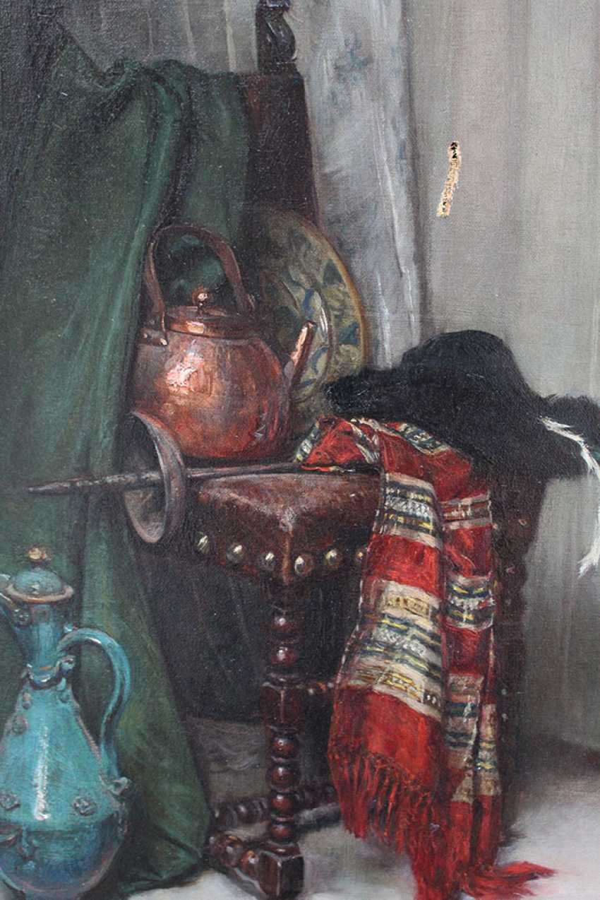 Hedwig Mechle-Grosmann (1857-1928)-attributed, Still life with pottery, textile, a pot and a rapier on a chair, in front of curtain - photo 2