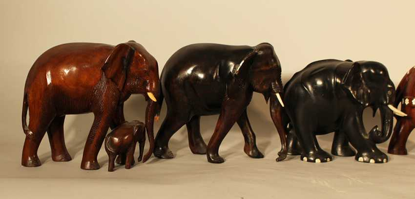 A lot of 5 Asian wooden carved elephants in different styles and periods - photo 3