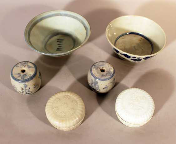 A lot of 6 Chinese porcelain objects including bowls, boxes and rolls - photo 1