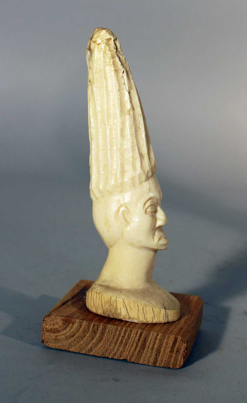 Two African ivory sculptures of male and female portraits, on wooden stands - photo 3