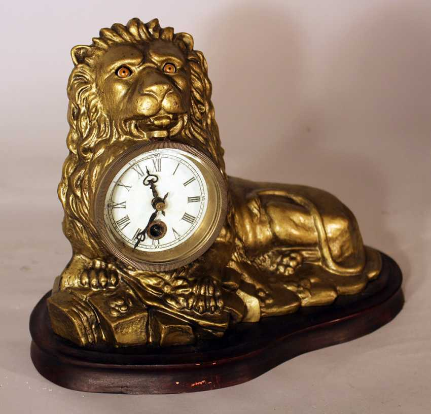 An eye turning clock in shape of a lying lion with enamel dial with Roman numbers - photo 2