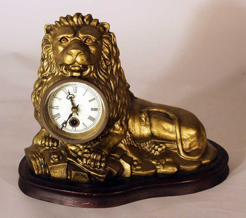 An eye turning clock in shape of a lying lion with enamel dial with Roman numbers - photo 3