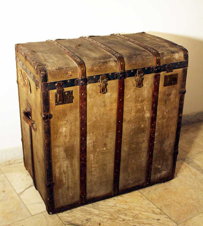 A Vienna travel suitcase by Josef Heimler, with one lid to be opened - photo 1