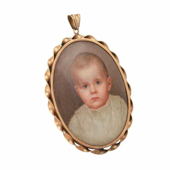 Pendant with Portrait of a small child in fine porcelain painting - photo 2