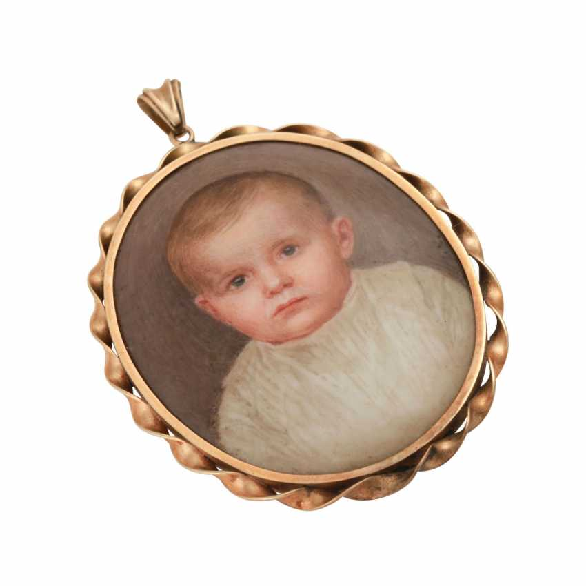 Pendant with Portrait of a small child in fine porcelain painting - photo 4