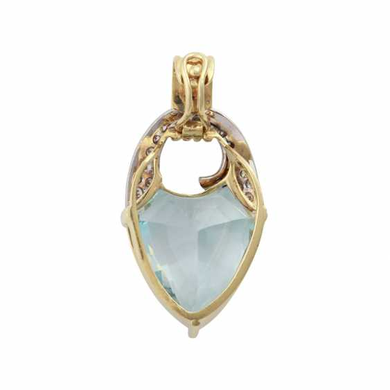 Clip pendant with blue Topaz in a fancy cut and brilliant-cut diamonds - photo 3