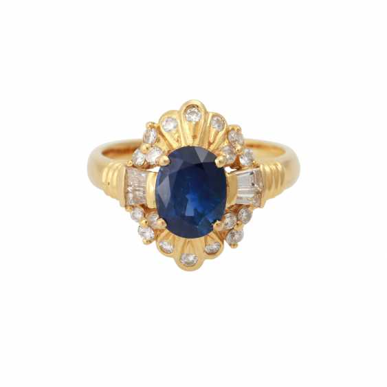 Ring with sapphire approx 1.8 ct, and diamonds - photo 1