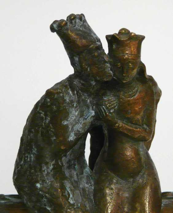 Unknown academic artist, Bronze sculpture of a chess king, chess, checkers kissing - photo 2