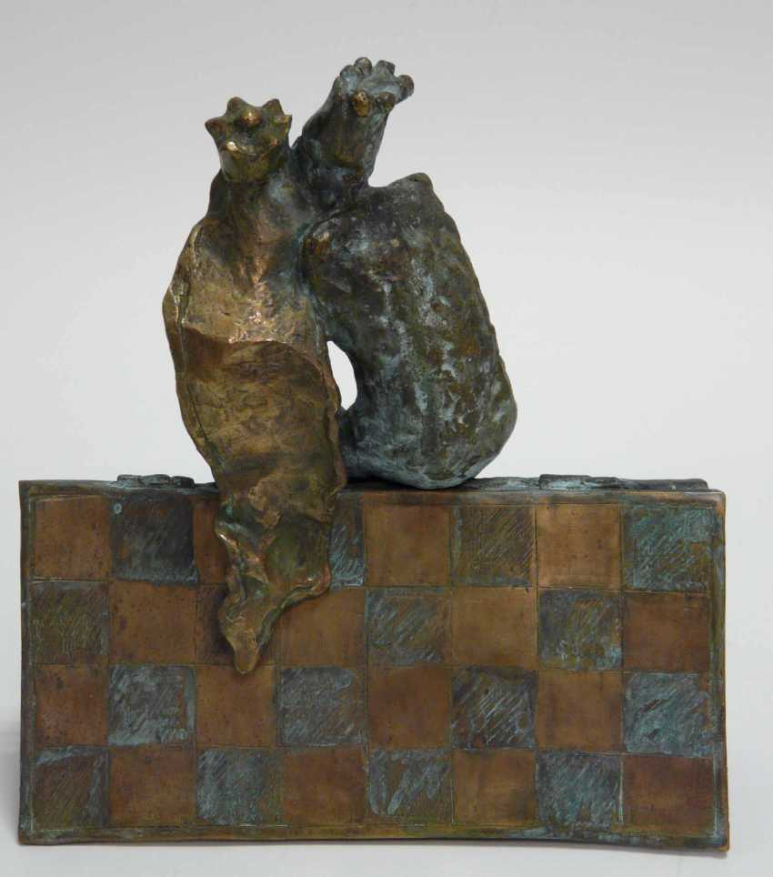 Unknown academic artist, Bronze sculpture of a chess king, chess, checkers kissing - photo 3